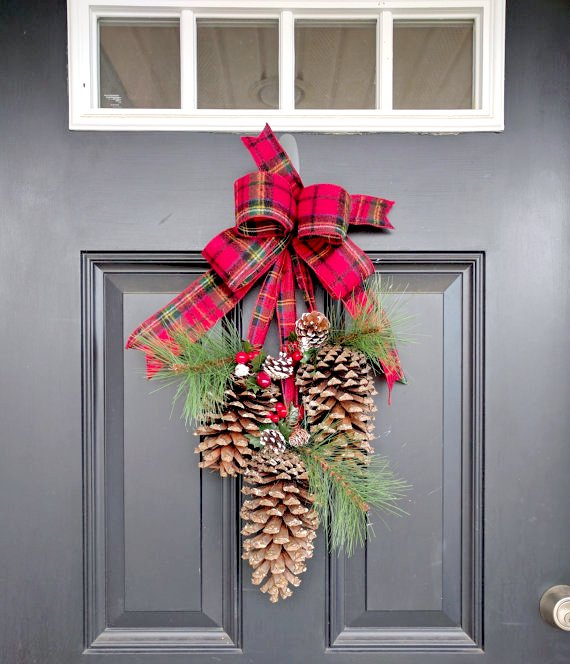 20 Cute and Easy Christmas Decor Ideas - Pine cones