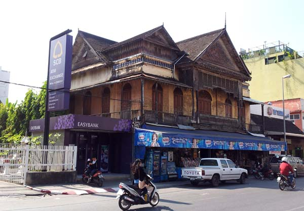 Chiang Mai street scenes - old teak house