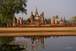 Sukothai - Wat Mahathat reflection