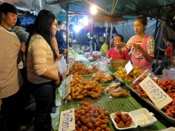 Loy Kratong 6th November - Street Food