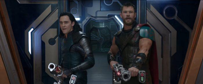 Já assistimos Thor: Ragnarok, filme que mostra a evolução merecida do herói