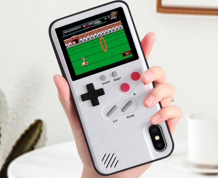 Esta capa de celular é um Game Boy com emulador de NES embutido!