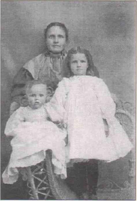 Image of Theresa Peters and her children.