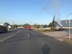18 Wheeler Takes Out Power Lines..Starts A Fire – GARLAND COUNTY