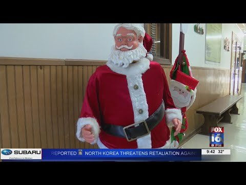 VIDEO: Lots of Santas