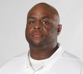 Brad Davis Joins Arkansas As Offensive Line Coach