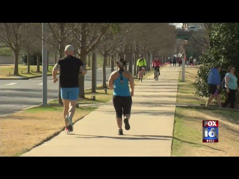 Watch: Arkansas couple trains long distance for first marathon together