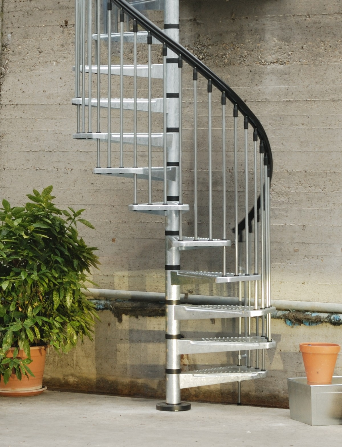 Metal Outdoor Spiral Staircase Exterior Stairs | Outdoor Spiral Staircase For Deck | Farmhouse | Basement | Multi Level | 2Nd Floor | Steel