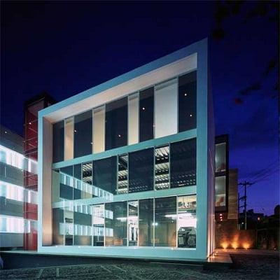 Fachadas modernas de edificios for Fachadas de restaurantes modernos