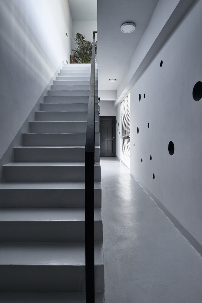 Modern linear house design known as Onyx lit house by Emerge Architects 12