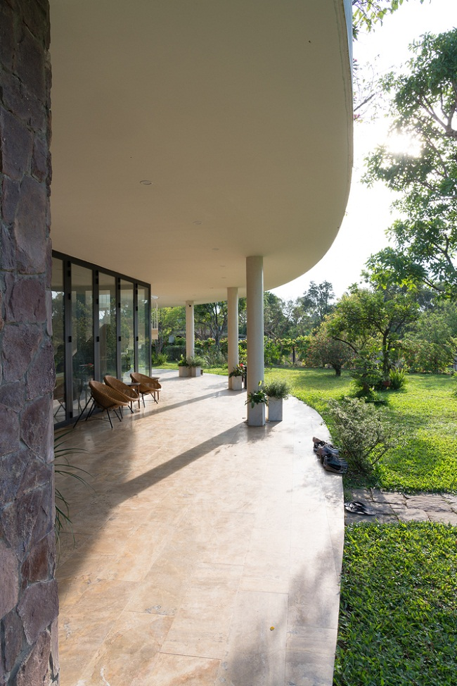 V4 HOUSE – Green modern house architecture example by TNT architects