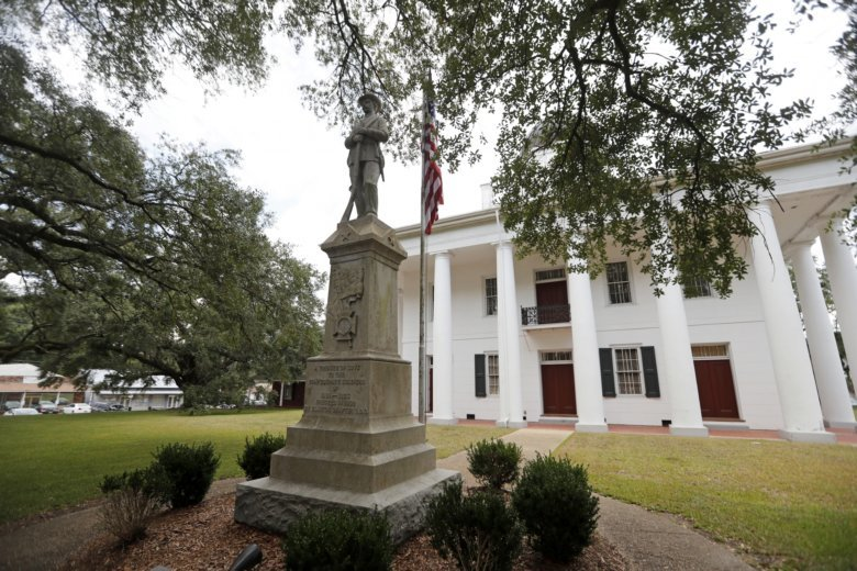 Confederate_Statue_Courthouse_52822-780x520_1553515059784.jpg