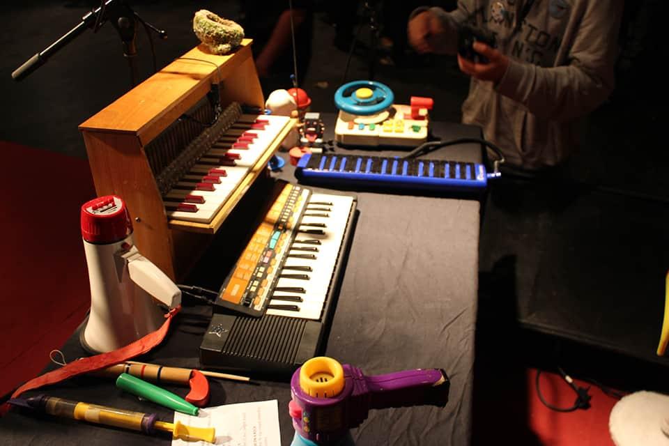 Photo des instruments de musique de Chapi Chapo et les petites musiques de pluie