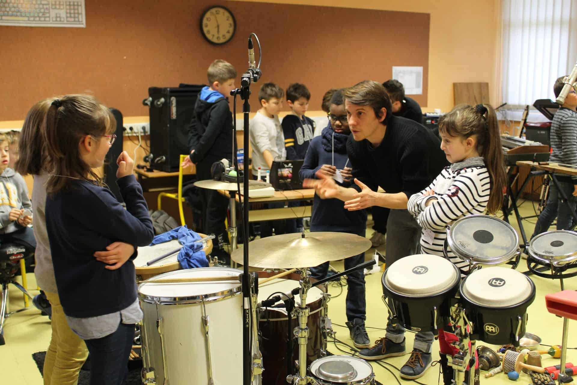 Yoann Buffeteau avec des élèves en Anjou Bleu