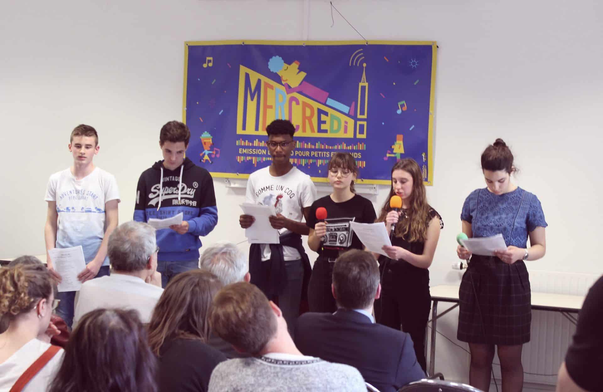 Photo des élèves durant le rendu du projet radio sur L'Algérie
