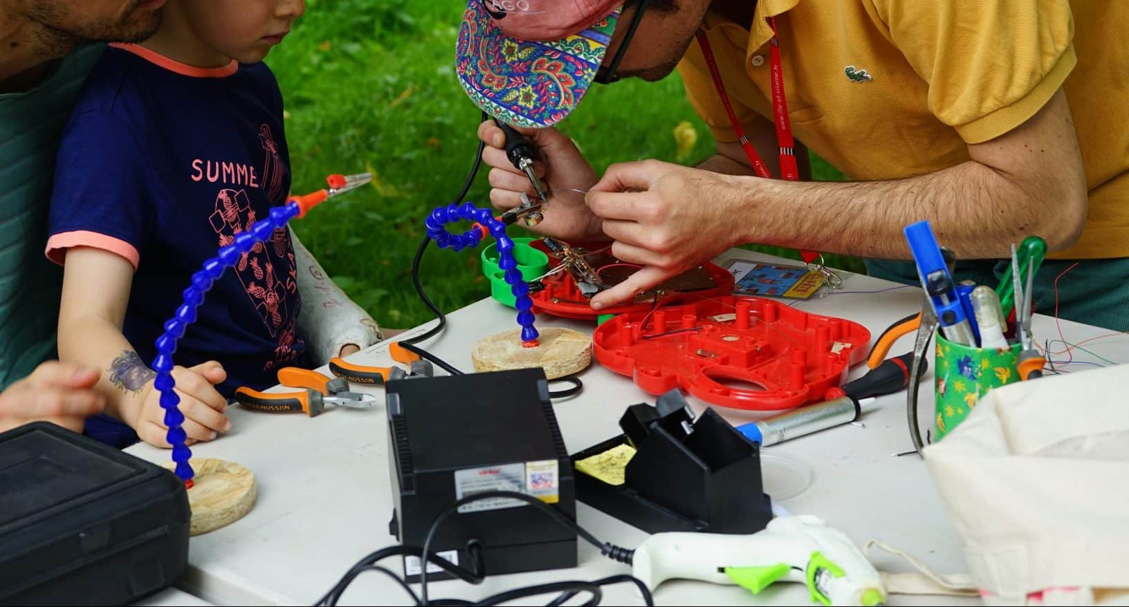 Circuit bending en action