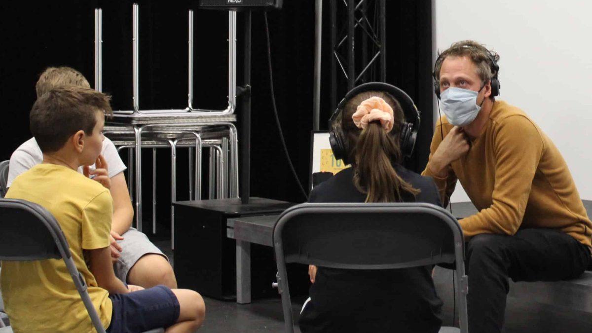 Les mini-reporters interviewent les artistes