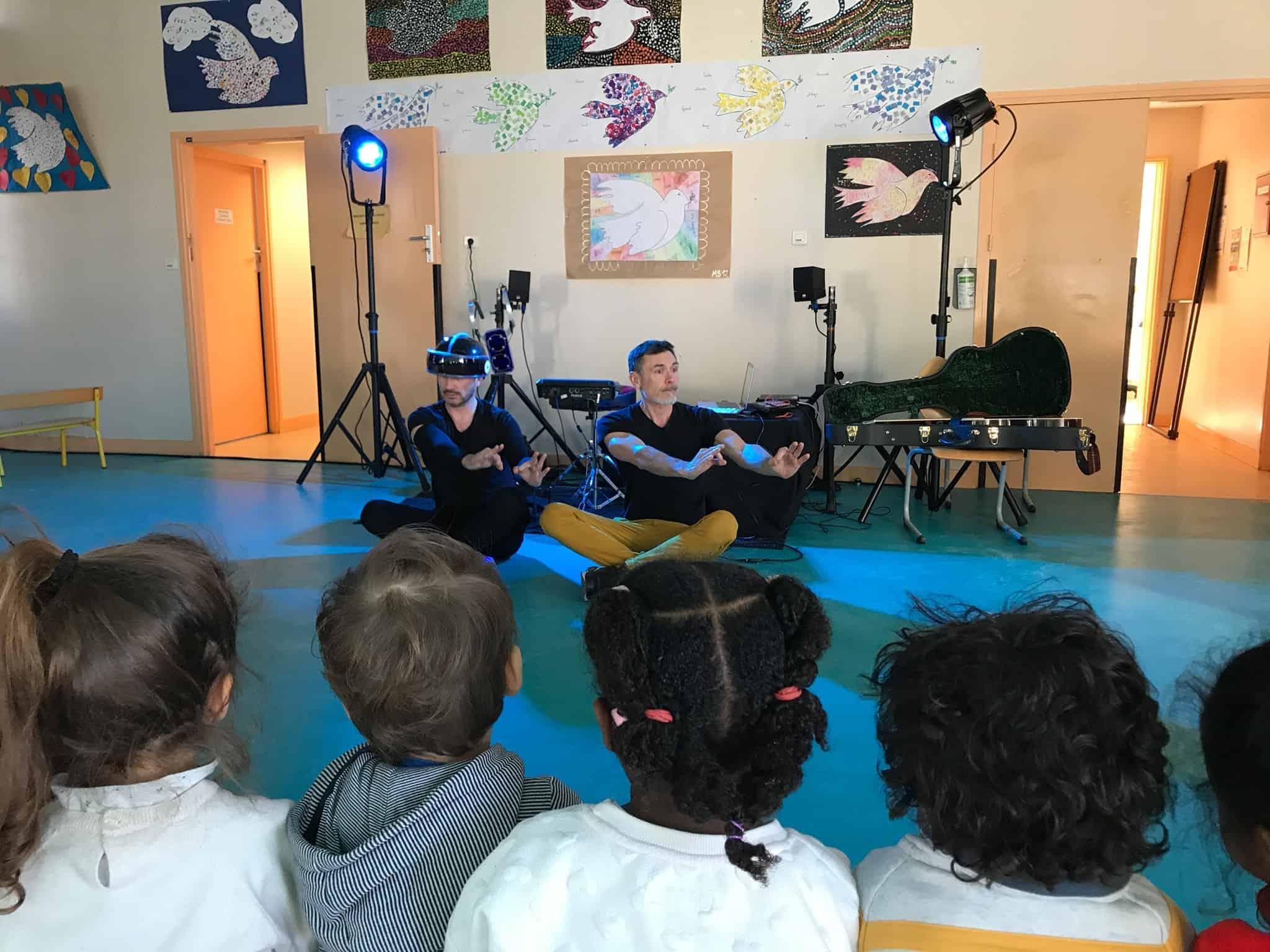Mosai & Vincent - tournée en école