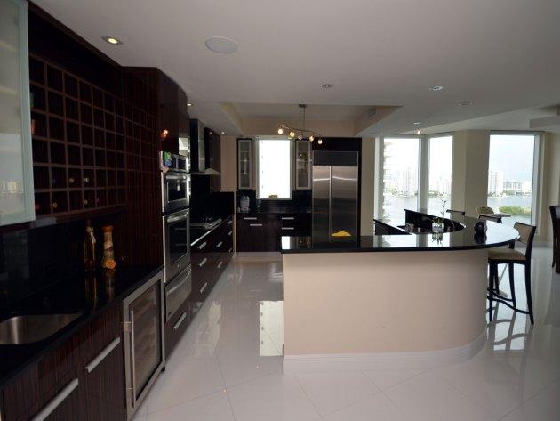 Contemporary-Kitchen-Miami-43