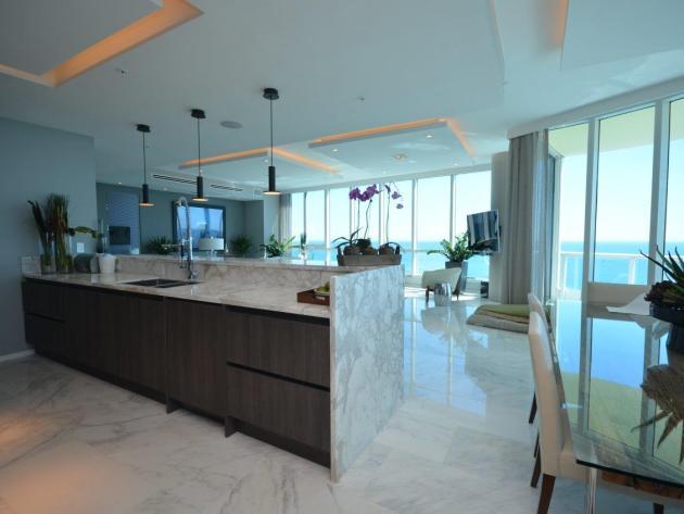 Contemporary-Kitchen-Miami-31