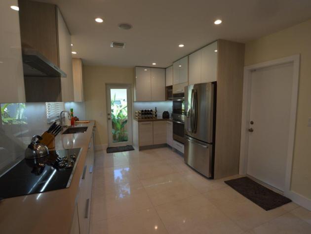 Contemporary-Kitchen-Miami-25