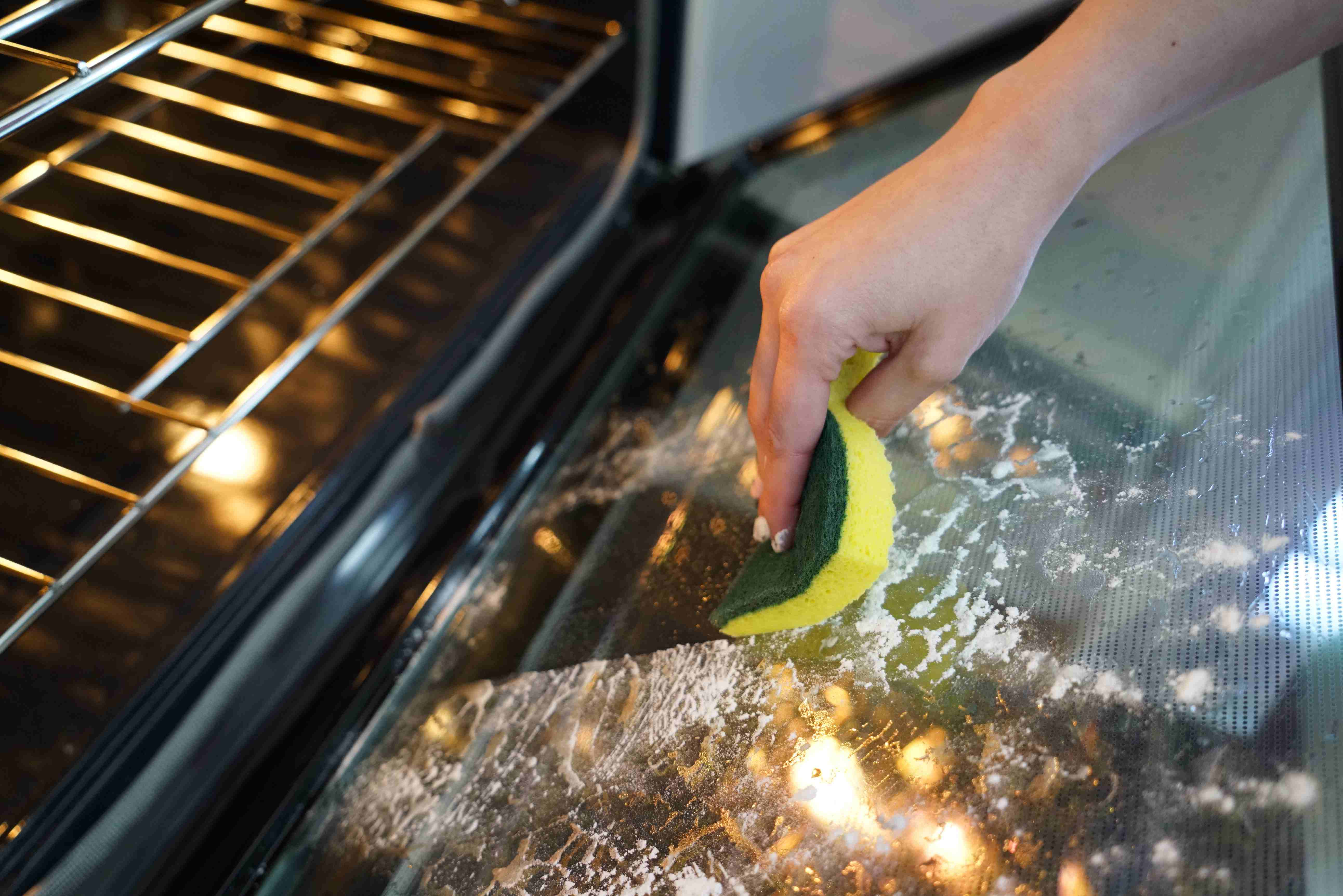 Naturally Clean Your Oven With Baking Soda Arm Hammer