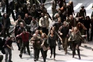 Փողոցը չնախատեսված վայրում անցնող զոմբիների ամբոխը տուգանվում է ճանապարհային ոստիկանության կողմից