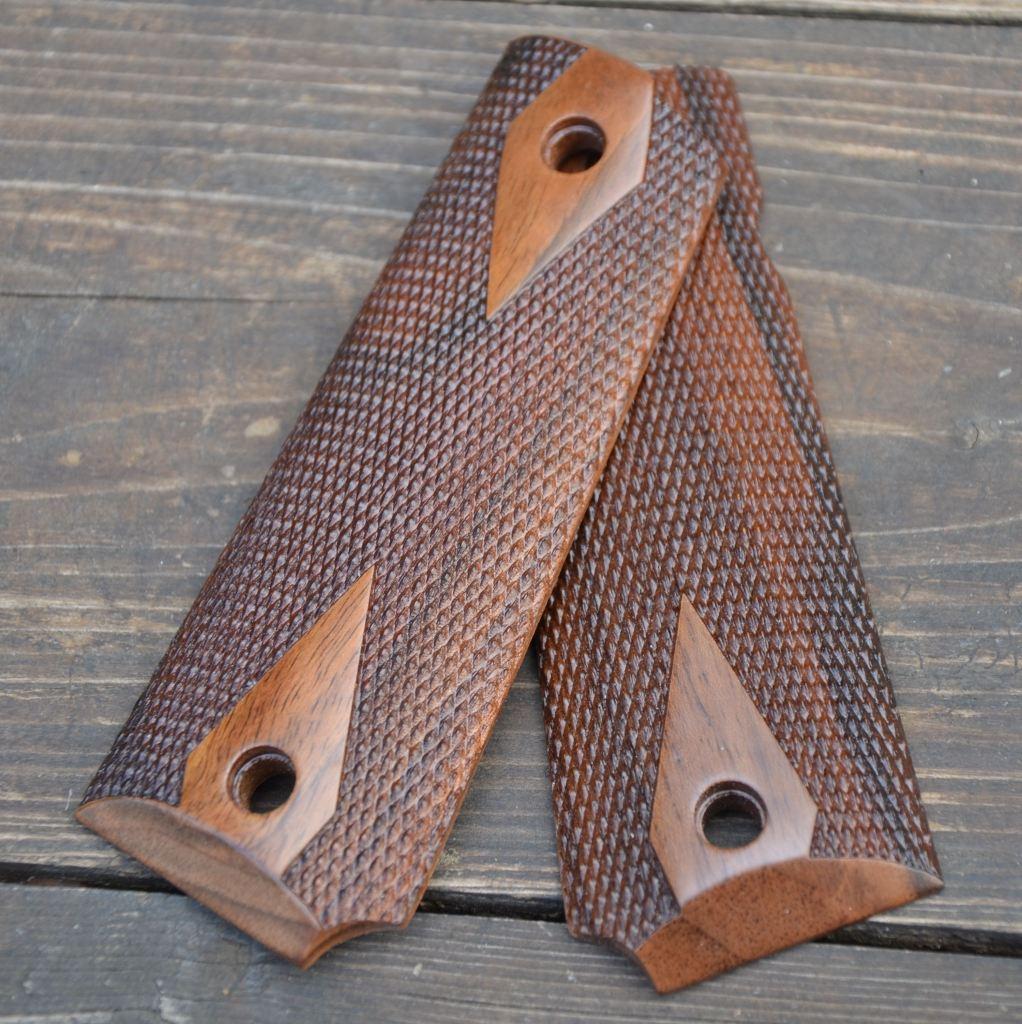 BUL - Guancette Checkered Walnut wood