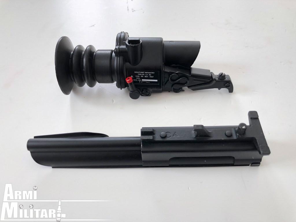 Trilux S.U.I.T. L2A2 – Con supporto e leva sgancio chiusa