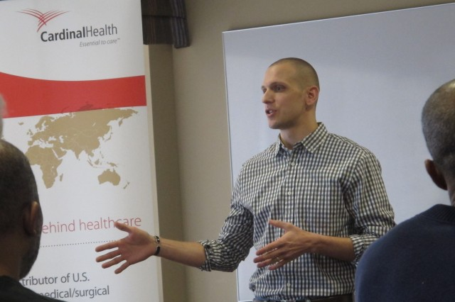 75th Ranger Regiment veteran Justin Norris mentors transitioning service member during a recent Veterans Professional Advancement Course at Cardinal Health in Dublin, Ohio. Since its inception, nearly 300 service members, veterans and military spouses have attended VPAC.