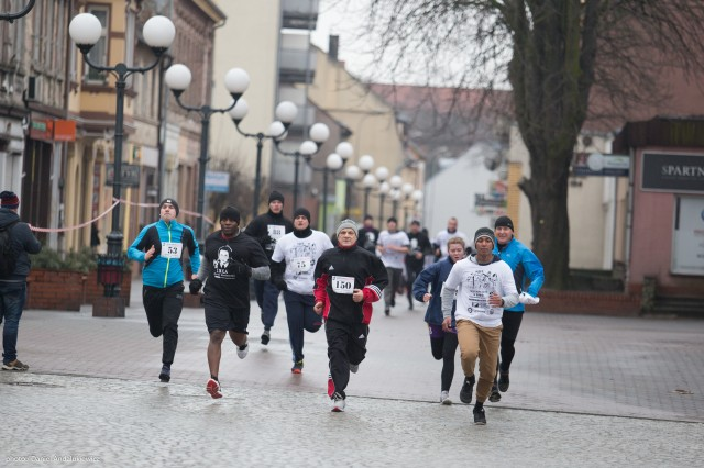 """Soldiers of 64th Brigade Support Battalion, 3rd Armored Brigade Combat Team, 4th Infantry Division, run with soldiers of the 35th Polish Missile Defense Squadron during a memorial run honoring the Polish """"Cursed Soldiers"""" at Skwierzyna, Poland, Feb. 26, 2017. While the run paid homage to Polish underground resistance fighters from 1945-63 during the communist rule of Poland, it also was an exhibition of solidarity between Polish land forces and soldiers of 3/4 ABCT, who are deployed in support of Atlantic Resolve."""