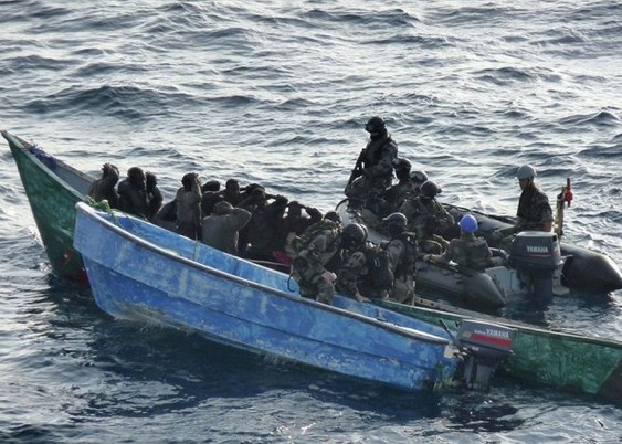 https://i2.wp.com/www.armyrecognition.com/images/stories/news/2009/january/French_Army_soldiers_Commandos_from_the_Floreal_%20French_frigate_arrest_Somali_pirates_001.jpg?resize=563%2C402