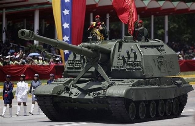 https://i2.wp.com/www.armyrecognition.com/images/stories/south_america/venezuela/artillery/2s19/2S19_tracked_self-propelled_howitzer_Venezuela_Venezuelan_army_640.jpg
