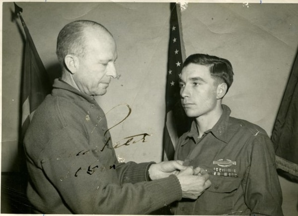 Army 1st Lt. Garlin Conner receives the Distinguished Service Cross. (Courtesy photo)