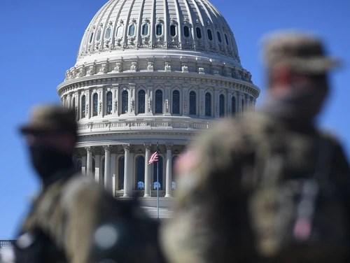 Mitglieder der Nationalgarde patrouillieren am 3. März in Washington in der Nähe des US-Kapitols.  (Eric Baradat / AFP über Getty Images)
