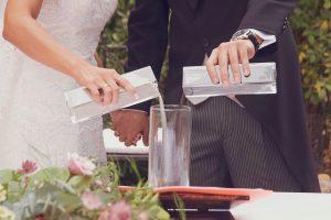 ceremonia de la sal, reportaje de boda, fotografía de boda, foto de bodas, ceremonia civil, tipos de ceremonia civil, rituales para ceremonia civil,