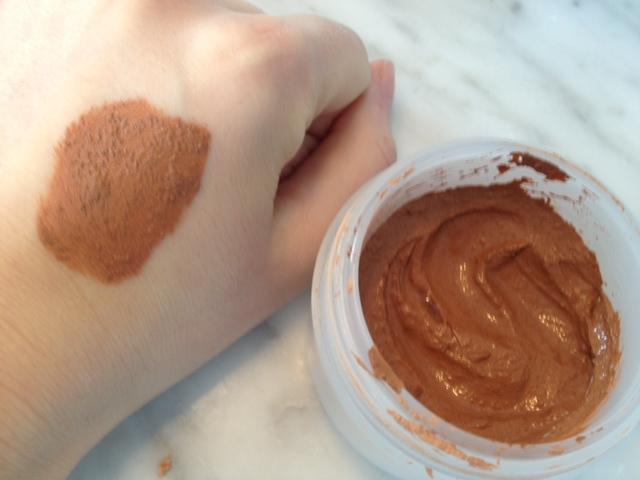 Masque naturel pour visage aux huiles essentielles - Masque visage maison bouton ...