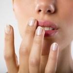 Soigner un bouton de fièvre rapidement : astuce 100 % efficace
