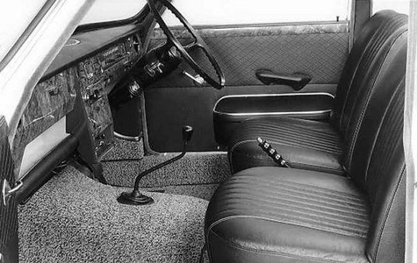 The interior of the 3-Litre was a nice place to sit, and although the on-paper figures suggested that it was more cramped than the 1800, it offered different qualities at the front, thanks to its much improved driving position. Extensive use of wood and high quality furnishings were abound...