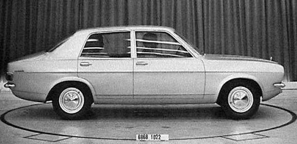 This picture of the saloon also reveals it to be a vastly more appealing car than the Italian proposals. The design would make it into production with remarkably few alterations - there would be quarterlights on the side windows (to reduce costs), the rear screen was given more wrap-around and the rear side windows were given their characteristic kink at the shoulder line (October 1969).