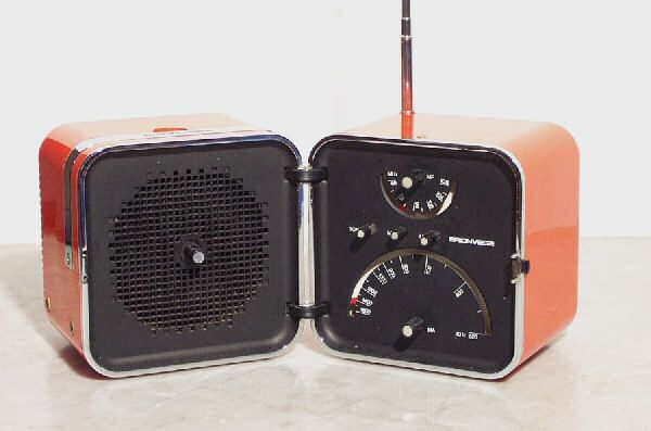 Marco Zanuso and Richard Sapper's 1964 T502 Cubo radio