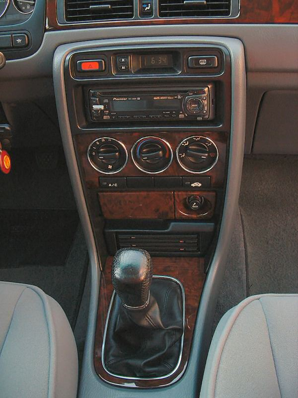 Rover should have replaced its stock digital dash clock for a combined chronograph/clock/thermometer unit, a nice gimmick that could be pitched to the 'lifestyle' buying public.