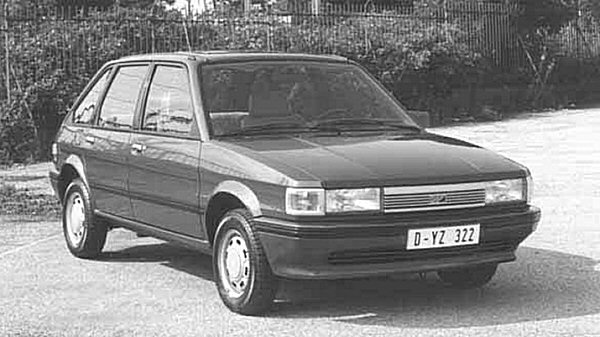 1983 Maestro 1.3L poses for Dutch market launch photo: finally the LM10 was on sale, and the dealers were mightily relieved. However, the traditional styling did not prove an instant hit, and early reliability gremlins did the image of the vitally important new car no favours whatsoever.