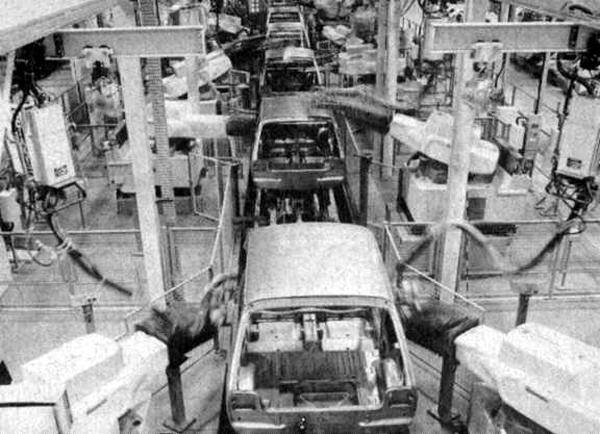 Production under way at Longbridge: A great deal of the Metro's £275 million pound development costs were invested in Robotising the assembly line. Build quality was a step forward from Allegro, but sadly, still slightly behind some of the car's continental rivals
