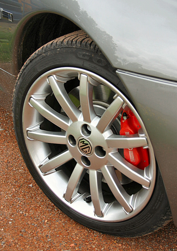 16in alloy wheels fill the arches nicely and wider tyres provide plenty of lateral grip.16in alloy wheels fill the arches nicely and wider tyres provide plenty of lateral grip.