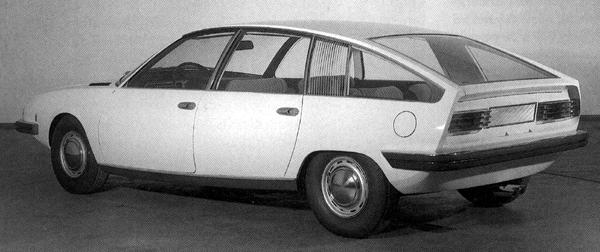 A hatchback rear end placed it at an advantage over the Citroen CX and Lancia Gamma