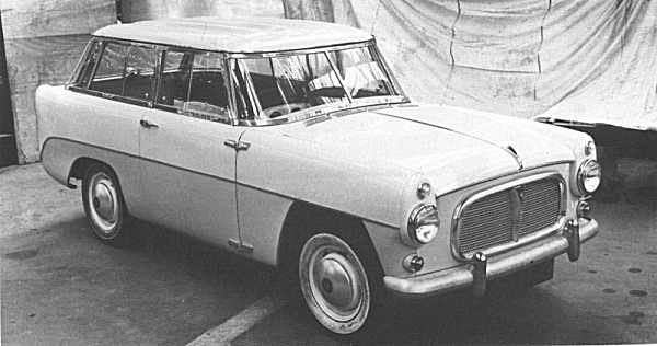 1957 Road Rover Series II shows that the emphasis had shifted from being a sister product to the Land Rover, to one that was aligned with the saloon models. It could quite easily be mistaken for an estate version of the P5 - especially from this view.