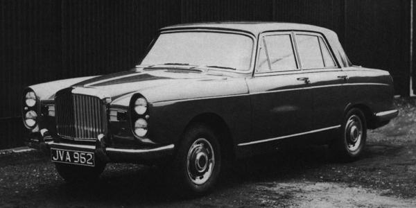 This is the first full-scale model of the Java, showing its vetically-stacked twin headlights which predicted the frontal appearance of the following year's Alvis TE21 (although the style of both these cars was likely to have been inspired by that of the 1954 Facel Vega FV).