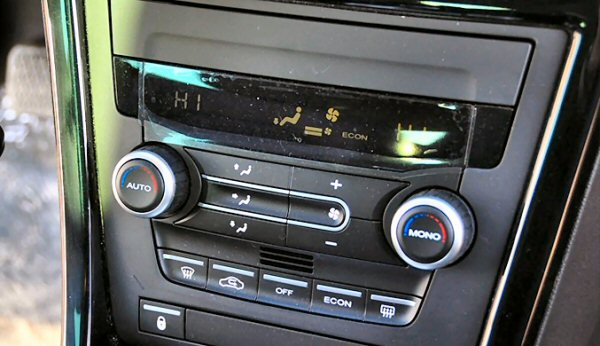 Dual zone climate control works well.