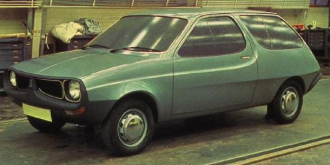 This version is fairly close to Mann's sketch, but those round headlamps only serve to empahsise the car's passing resemblance to American Motors' AMC Pacer Wagon.